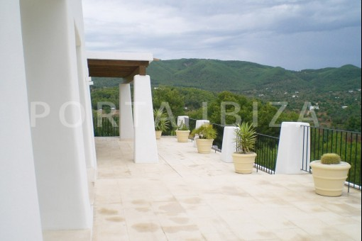 villa-terrace-with-view-to-the-sea-San-Carlos