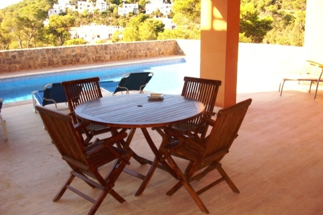 covered-terrace-at-pool-Cala-Carbo-apartment
