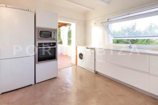 Cala-Moli-villa-big kitchen