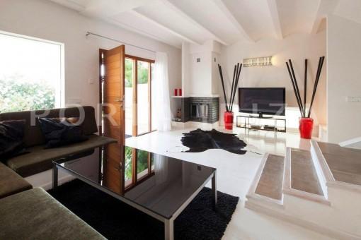 Cala-Moli-villa-bright-livingroom
