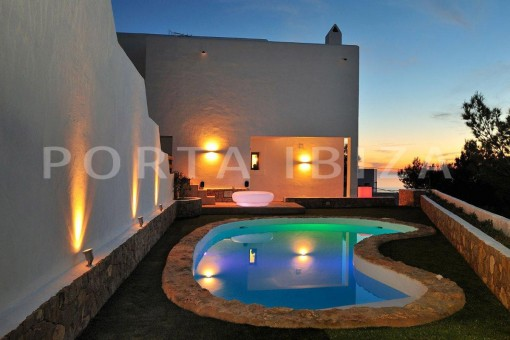 Cala-Moli-villa-pool night