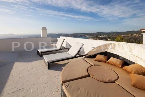 Cala-Moli-villa-roof terrace
