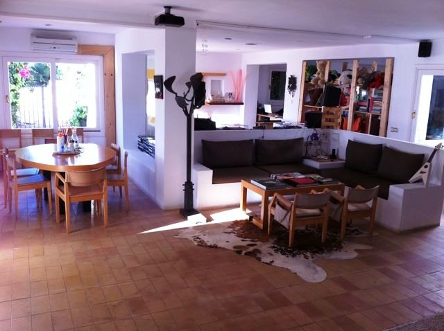 Roca-Llisa-finca-living-room-with-dining-area