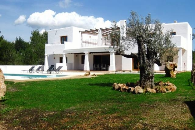 Fantastische Villa bei Santa Eulalia im Landhausstil