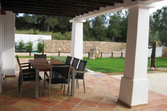 Santa-Eulalia-covered-terrace-villa