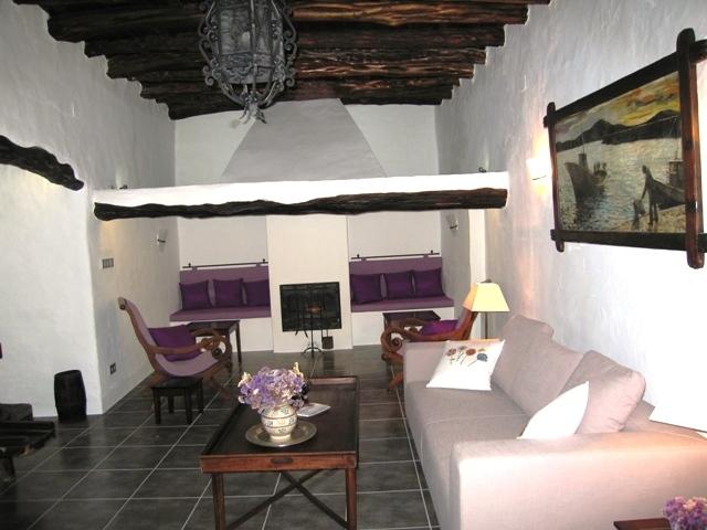 Finca-San-Juan-Wohnzimmer-mit-offenem-Kamin