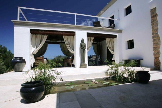 villa san miguel faszinierende villa im norden von ibiza. Black Bedroom Furniture Sets. Home Design Ideas