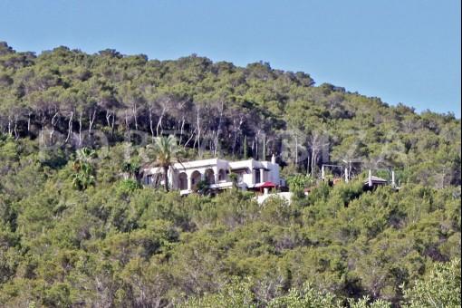 San-Carlos-villa-hill & nature
