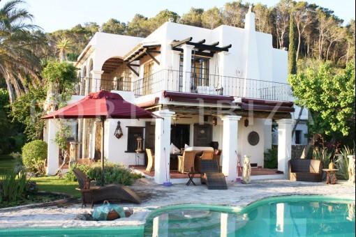 San-Carlos-villa-pool-area