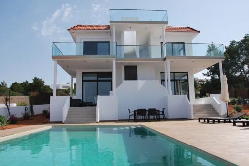 Hochwertig gebautes Haus in der Naehe der Straende Cala Bassa und Cala Conta