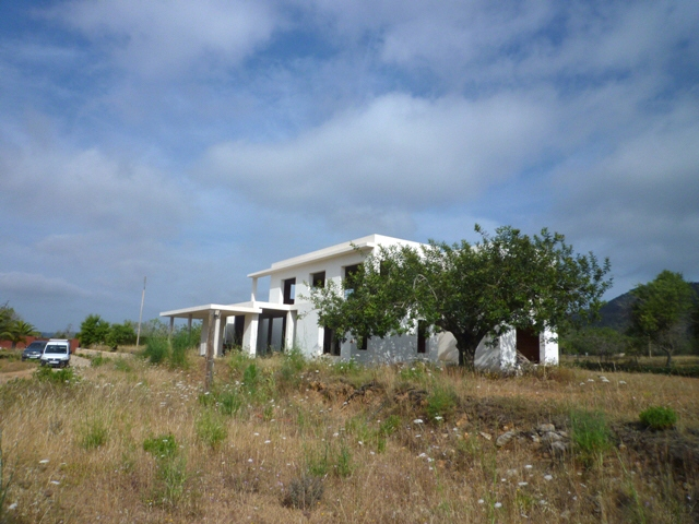 Villa mit Gaestehaus zum Fertigbauen im Mornatal