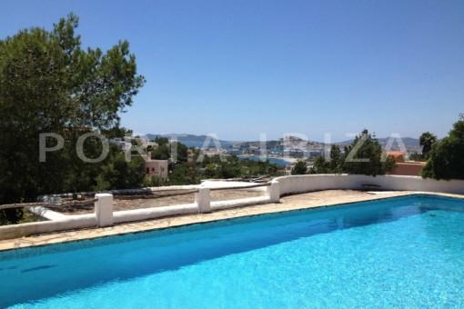 Authentische Finca in der Naehe von Ibiza Stadt mit Meerblick