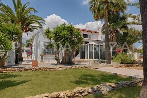 garden & nice house-ibiza