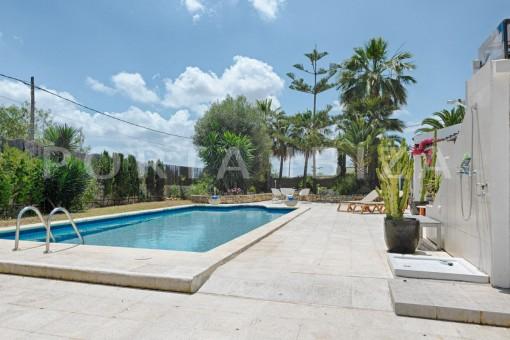 nice house-pool-Ibiza