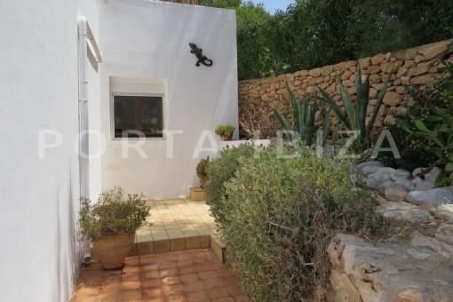 backyard-fabulous semi detached house with stunning sea views
