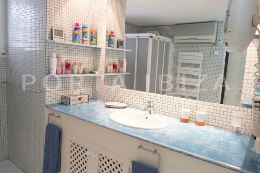 bathroom-fabulous semi detached house with stunning sea views