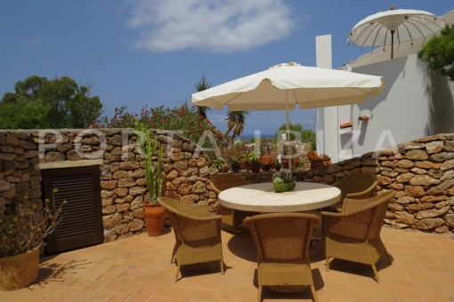 chillout terrace-fabulous semi detached house with stunning sea views