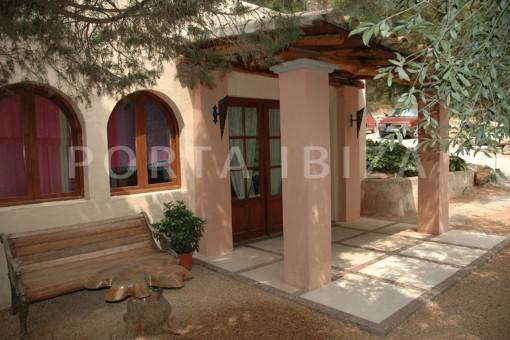 entrance-villa-Santa Gertrudis