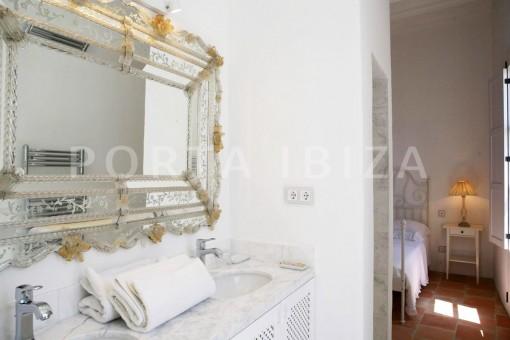 bath en suite-market square-Ibiza-market square-Ibiza