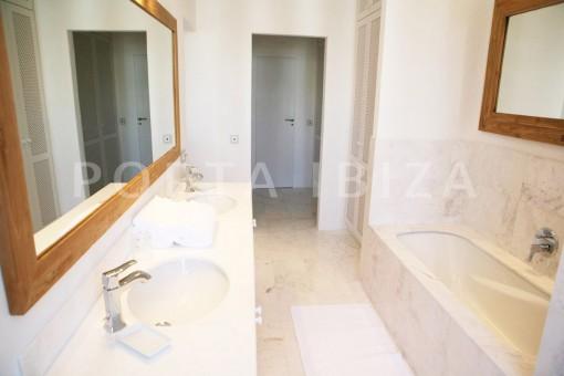 bathroom2-dinner-market square-Ibiza