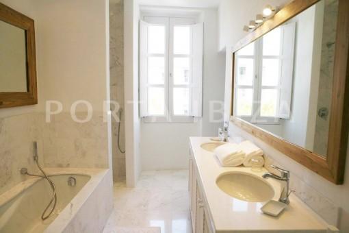 market square-bathroom-Ibiza