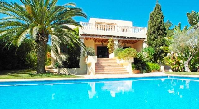 Sehr schönes Haus mit mediterranem Garten in Santa Eularia