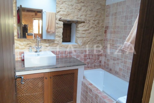 bathroom2-fantastic finca with sea views
