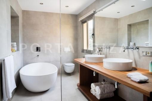 bathroom-wonderful villa-seaview-roca llisa