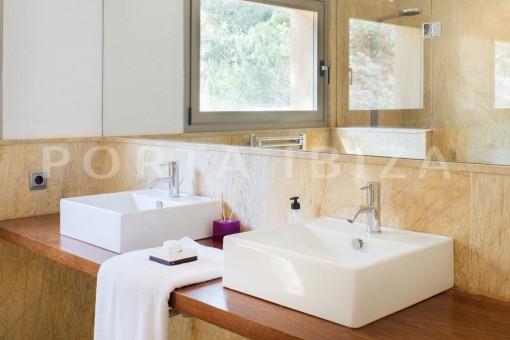 bathroom2-wonderful villa-seaview-roca llisa