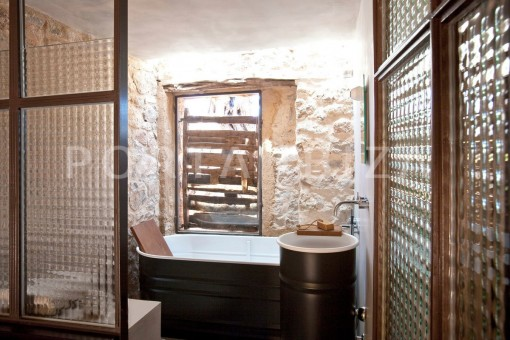 bathroom1-magnificent finca-santa eularia