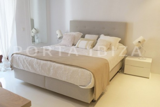 bedroom1-luxury property-fantastic sea views-sunset views-cala tarida