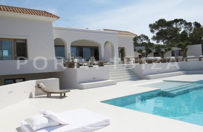 Luxuriöses Anwesen zwischen Cala Tarida und Cala Conta