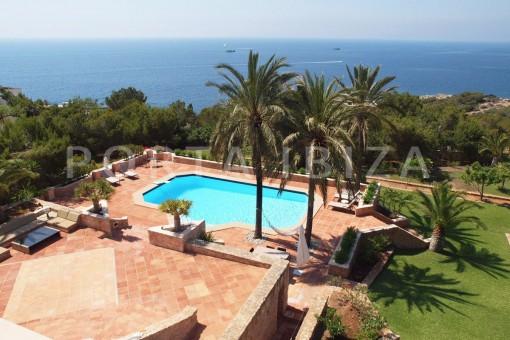 pool area-unique property-fantastic seaviews