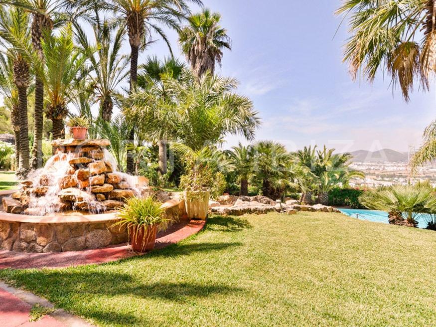 fantastic garden-villa-roca llisa