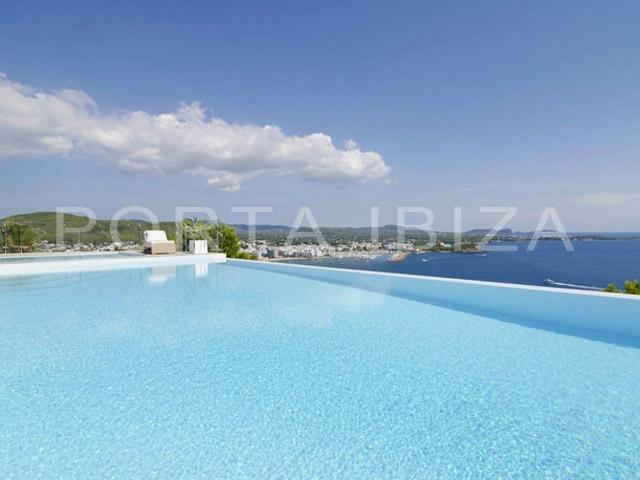 Großartige, ultramoderne Bauhaus  Stil Villa mit grandiosem Meerblick