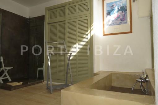 bathroom4-marvelous villa-es cubells