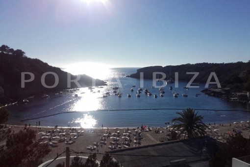 new construction of apartments on the beach of Cala Vadella