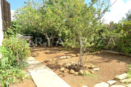 garden-charming house-santa eularia