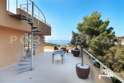 access roofterrace-apartment-cala carbó