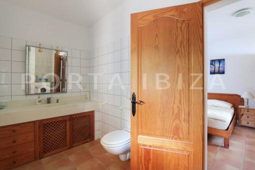 guesthouse bathroom-garden-san carlos-ibiza
