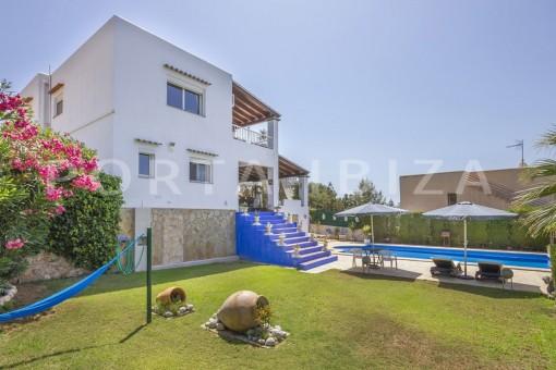 garden-spacious villa-sa carroca-ibiza