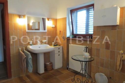 bathroom-charming house-san augustin-benimussa valley