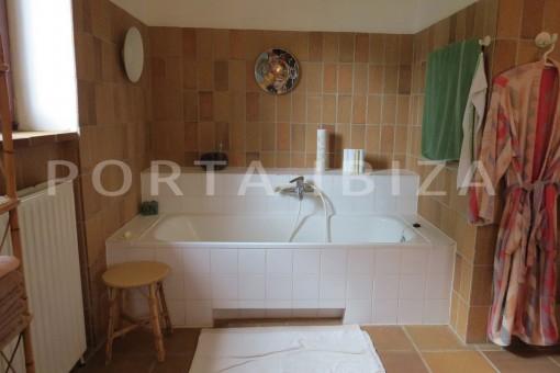 bathtub-charming house-san augustin-benimussa valley