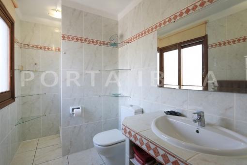 bathroom-wonderful apartment-S'Argamassa-sea view