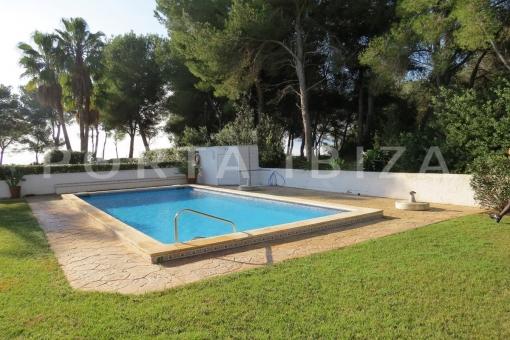 pool area-wonderful apartment-sea view