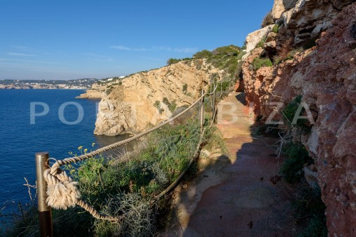 property with private sea access-fabulous views