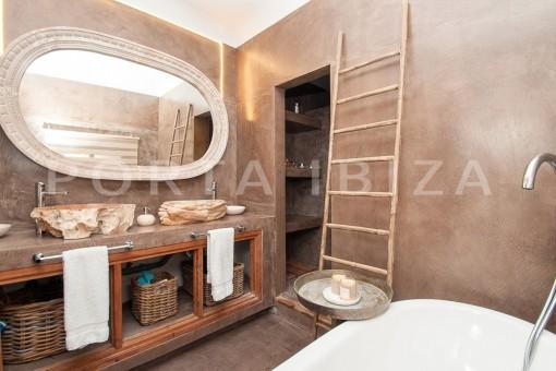bathroom1-wonderful villa-sea access-southwest coast