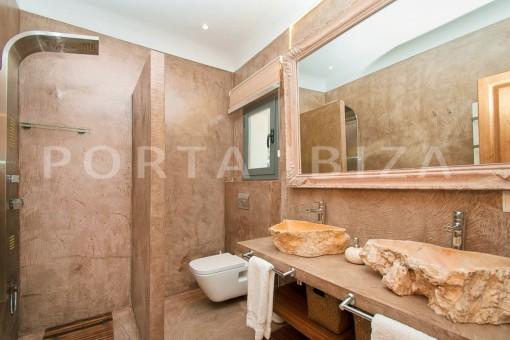bathroom3-wonderful villa-sea access-southwest coast
