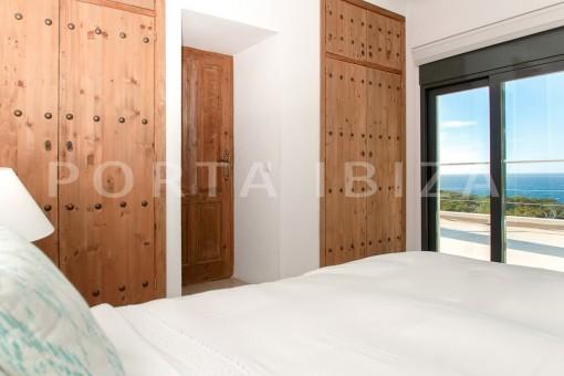 bedroom-wonderful villa-sea access