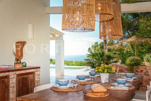 dinner-wonderful villa-sea access-southwest coast
